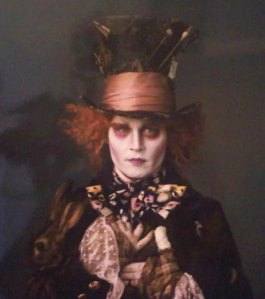 Johnny-Depp-as-the-Mad-Hatter-Tim-Burton-Alice-in-Wonderland